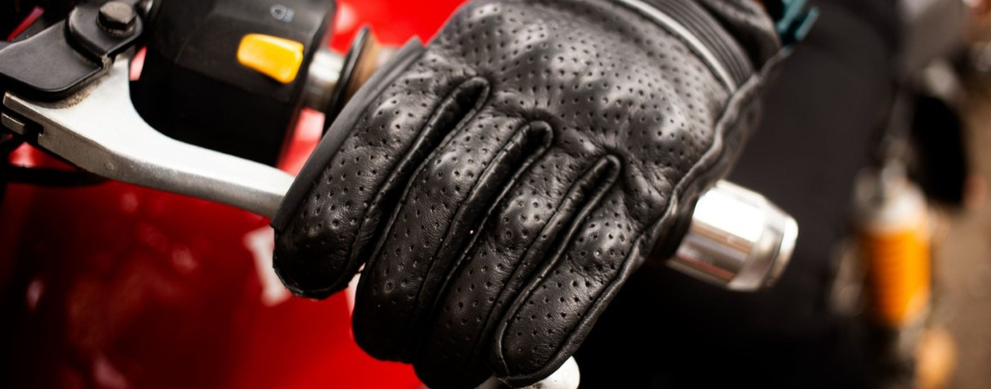 Black leather gloves by Raidagears